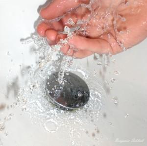 47bb01397d37b,Wasser-Hand