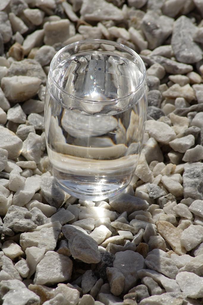 Agua sana con minerales